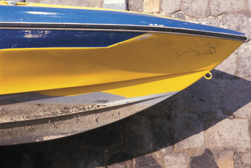 ischia-boat-at-wall